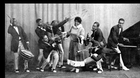 Mamie Smith and the Jazz Hounds (via RedHotJazz)